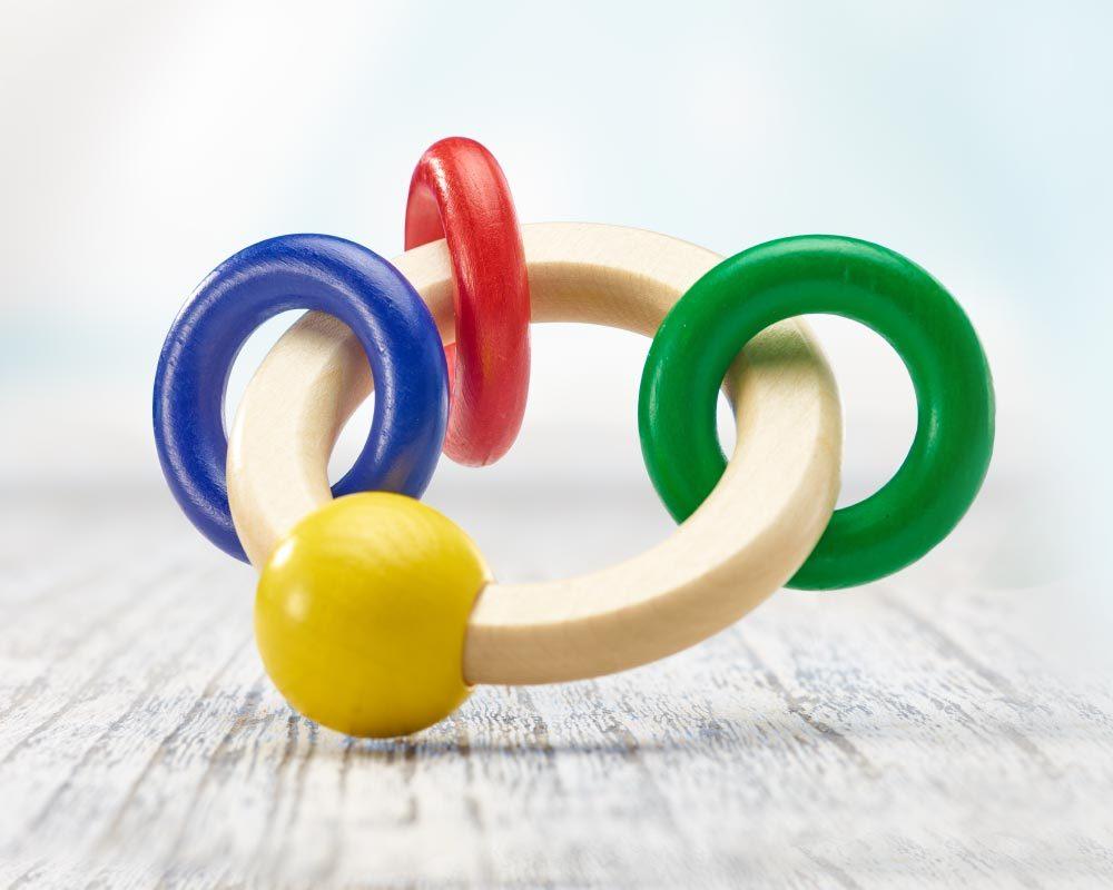 hochet bois rond avec anneaux