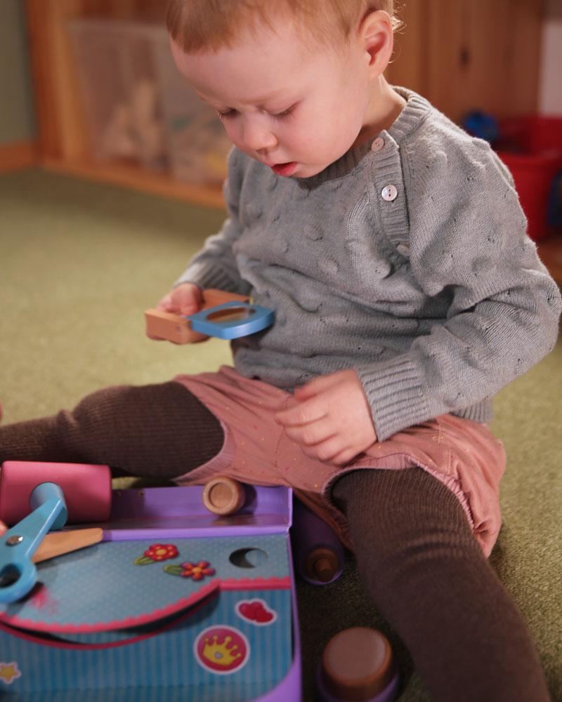 Enfant avec étui de beauté jouets en bois de Selecta
